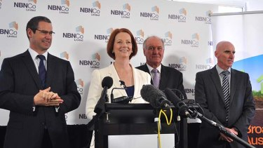Prime Minister Julia Gillard with Communications Minister Stephen Conroy (left), MP for New England Tony Windsor, and NBN Co CEO Mike Quigley (far right)