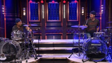 Funnyman Will Ferrell and Red Hot Chili Peppers drummer Chad Smith faced battle in a drum-off for charity.