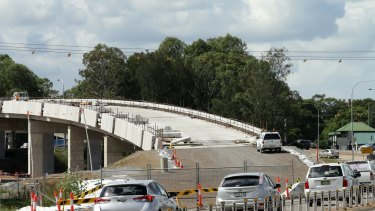 Picture of new overpass being built, New England Highway, Maitland.