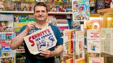 Mario Lo'Po at Gardenvale Collectables holding the Sennit's Ice Cream show bag.