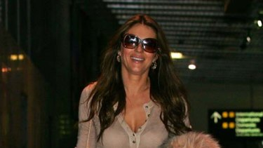 Touchdown ... Elizabeth Hurley is in Melbourne to see Shane Warne.
