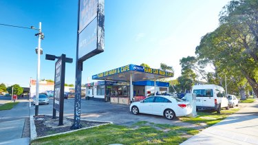 A 1118 sq m corner landholding at 660-662 Waverley Road leased to a car wash operator, was purchased for $3,051,000.