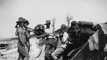 Australian gunners load a 9.2-inch howitzer on the Somme, July 1916.