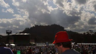 An evening descends on a perfect spring day with Hanging Rock as the backdrop, a crowd of 12, 000 awaits Canadian singer-poet Leonard Cohen.