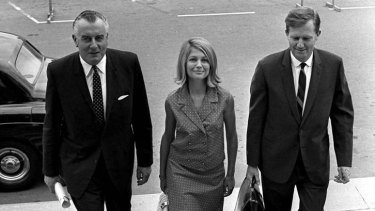 Gough Whitlam, Kay Swinney and John Menadue arrive at Parliament House in 1967.