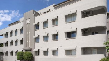 Hampton Court at Clayfield is a classic art deco building.
