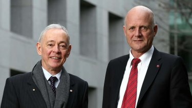 Family First senator Bob Day and LDP senator David Leyonhjelm disagree with a government proposal to force the unempoyed to apply for 40 jobs a month.