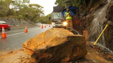 No one was injured when rockfalls closed the Wakehurst Parkway.