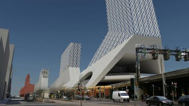 Spot the difference ... Fraser Paxton Architects' design for Flinders Street station.