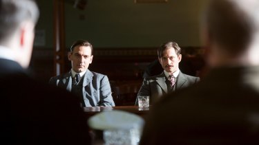 Ewen Leslie as Keith Murdoch and Hugh Dancy as Ellis Ashmead-Bartlett in