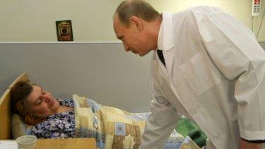 Visiting the bombing victims ... Vladimir Putin.