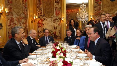 US President Barack Obama, left, sits with French President Francois Hollande, right,  as they have dinner at the Ambroisie restaurant in Paris, as part of the COP21.