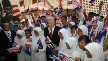 Kevin Rudd, who has announced a number of joint programs with Malaysia,  visits a secondary school in Kuala Lumpur.