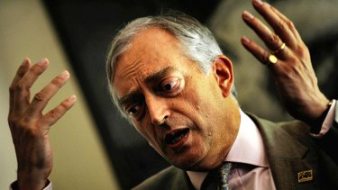 Climate change disbeliever Lord Christopher Monckton will deliver a lecture in West Australia today on the economic consequences of action against climate change.