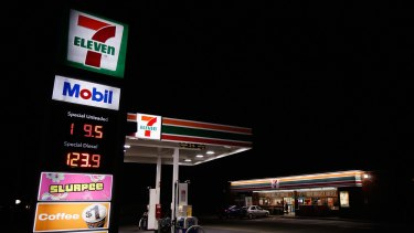 The government is drafting legislation to target 7-Eleven's wage fraud.