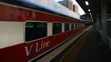 Stopping all stations: Bendigo line commuters forced back to