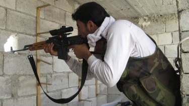 Fight for Aleppo ... a sniper from the Free Syrian Army takes position.