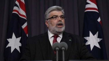 Kim Carr will call for measures to make government more open.