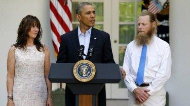 US President Barack Obama stands with  Jami Bergdahl, left, and Bob Bergdahl, right, the parents of Bowe Bergdahl.