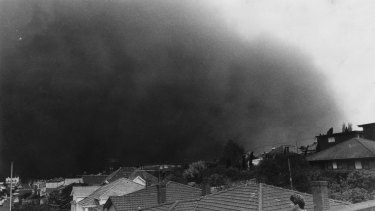 The giant dust storm heads towards Northcote.