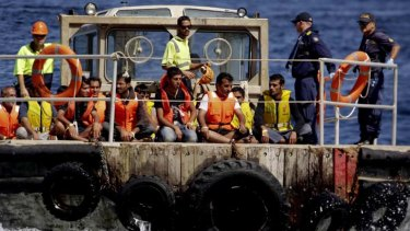 Asylum seekers ... another boat is arriving at Christmas Island.