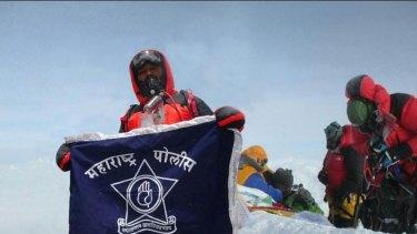 Dinesh and Tarakeshwari Rathod claimed to have climbed Mount Everest.