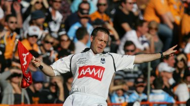 Jones refereeing his 100th and last NRL game in 2008.