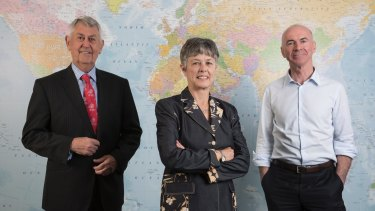 Appen founder Dr Julie Vonwiller (centre), with chairman Chris Vonwiller (left) and chief executive Mark Brayan (right).