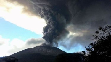 View of the volcano and its billow of ashes and smoke 140 km east of San Salvador.