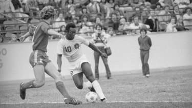 Star and stripes: Pelé playing for the New York Cosmos in 1976.