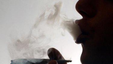 A spray used to treat MS may help cannabis users kick the habbit.
