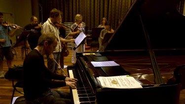 Dazzling keyboard energy ... Steven Osborne rehearsing with the Australian Chamber Orchestra.