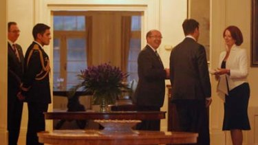 Julia Gillard arrives at Government House to inform the Governor-General Quentin Bryce she can form government.