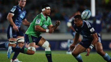 Highlanders flanker Shane Christie gets a pass away.