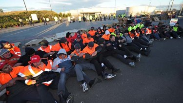 Picket-line members at Coles' warehouse in Somerton drill in preparation for potential attempts to break up of their blockade.