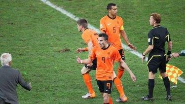 Robin Van Persie remonstrates with Bert van Marwijk as he is substituted for Klaas Jan Huntelaar during the Slovakia match.