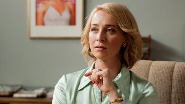 Asher Keddie as Ita Buttrose in <i>Paper Giants</i>.