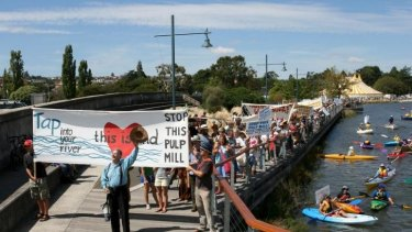 A 2008 demo led by Peter Cundall against Gunn's proposed pulp mill.