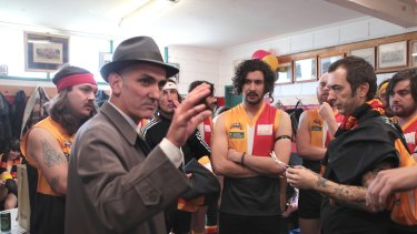 In tune: Singer Paul Kelly talks to the Espy Rockdogs players last year.