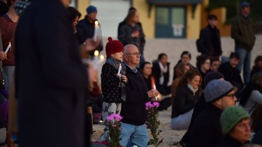 Mourners pay their respects to Justine Damond at Freshwater Beach during a vigil on Wednesday.