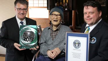 Jiroemon Kimura poses with Guinness World Records representatives Craig Glenday, right, and Frank Foley after Kimura was presented with the certificate of the world's oldest living man on October 15.