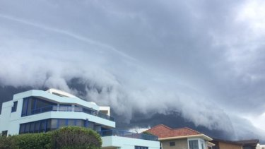 Thunderstorm brewing at the Entrance on the Central Coast.