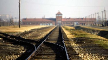The French foreign ministry joined Nazi hunters and Jewish community groups in calling on Hungarian prosecutors to arrest Laszlo Csatary for his role in the deportation of 15,700 Jews to Auschwitz.