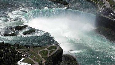Stunt ... Nick Wallenda will walk across Niagara Falls on a tightrope.