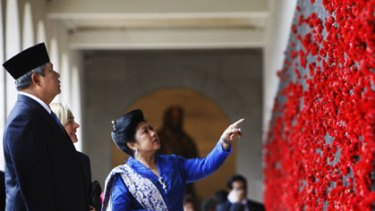 State visit ... the Indonesian President and his wife, Ani Bambang Yudhoyono, at  the Australian War Memorial.