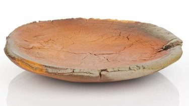 A woodfired terracotta platter by Kwi Rak Choung.
