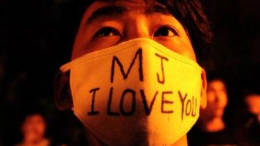 Michael Jackson fans mourn his death in Beijing.
