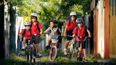 The number of children who walk, cycle or take public transport to school has fallen to new lows.