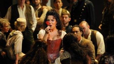 Nancy Fabiola Herrera as Carmen & the Opera Australia Chorus.