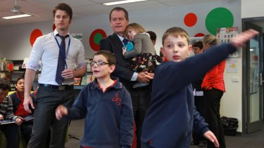 Education Minister Bill Shorten visits the Jackson  School in St Albans  with his daughter Clementine.